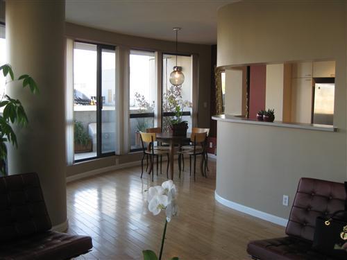 Large 1-Bedroom Corner Penthouse